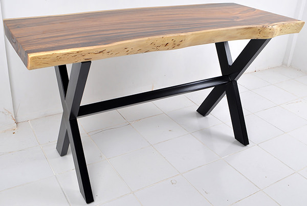 suar table with X-shaped legs