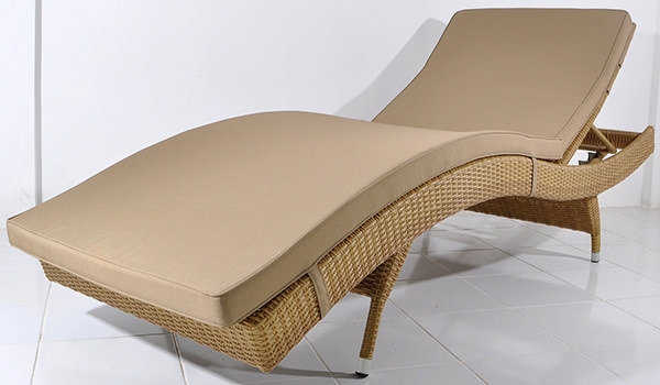 synthetic rattan lounge chair