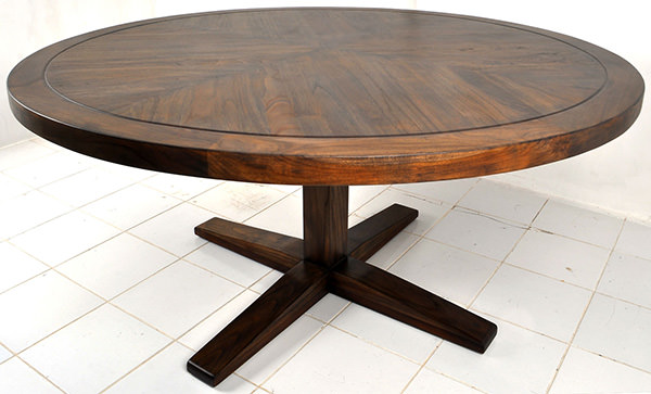 round steakhouse table