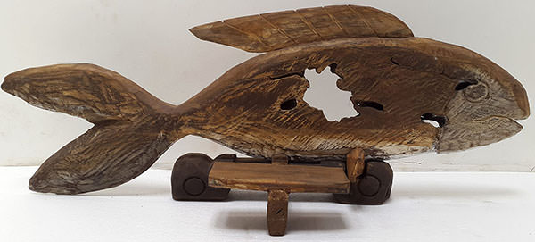 wooden fish standing deco