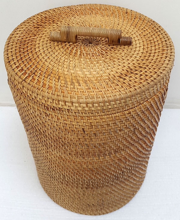 round rattan basket with natural color
