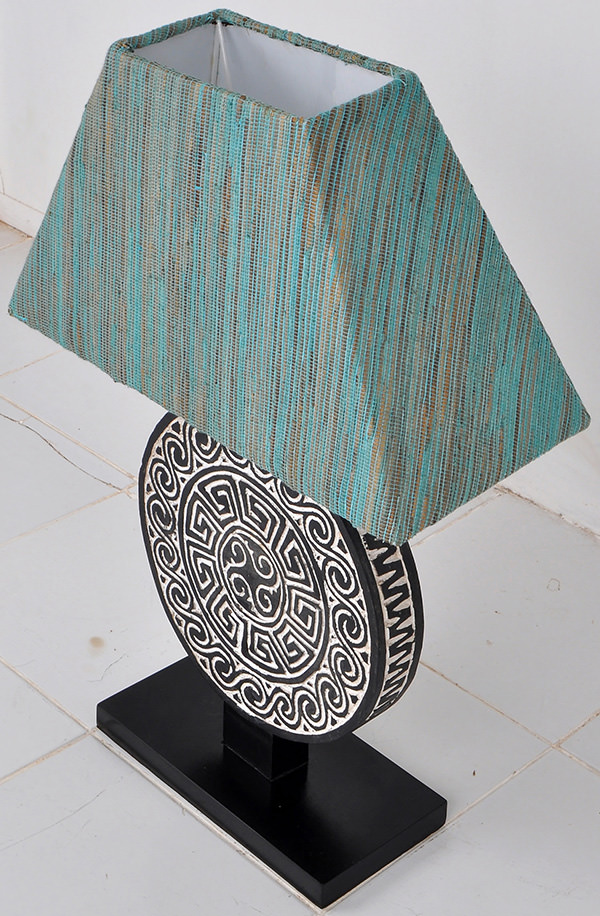 Night lamp with traditional papuan handicraft wood carvings