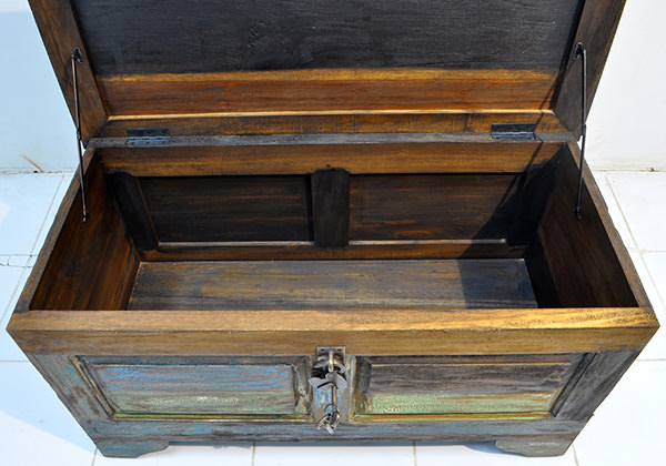 boat wood trunk