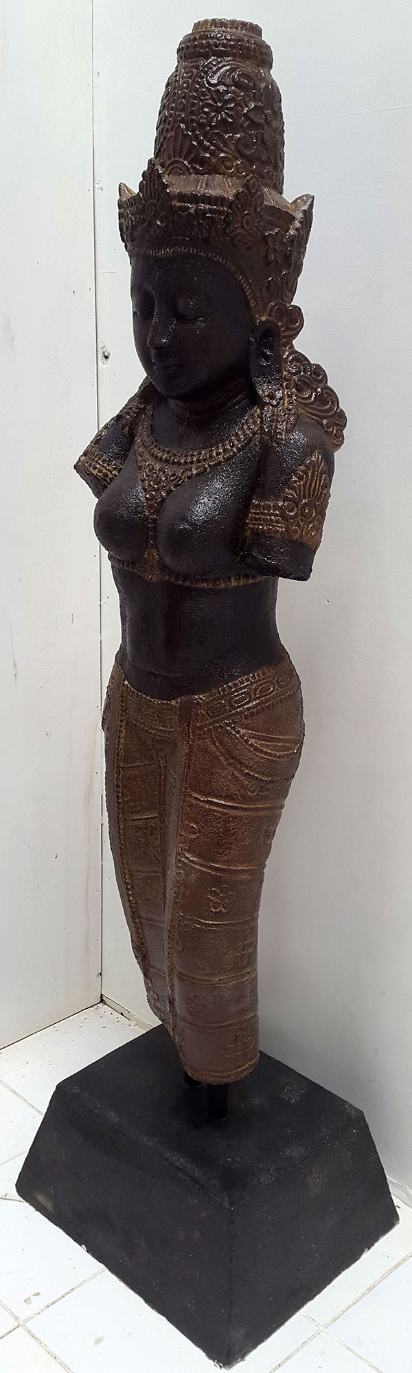 black hindu standing sculpture