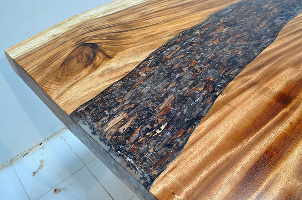 suar dining table with resin