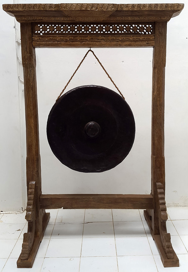 standing gong