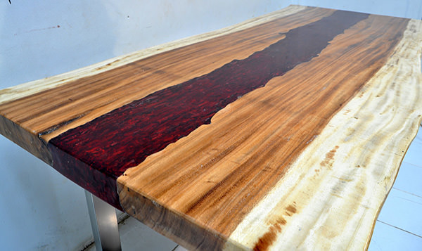suar wood and red resin