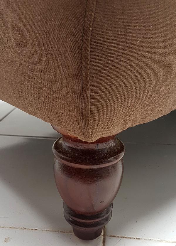 peruvian restaurant sofa leg