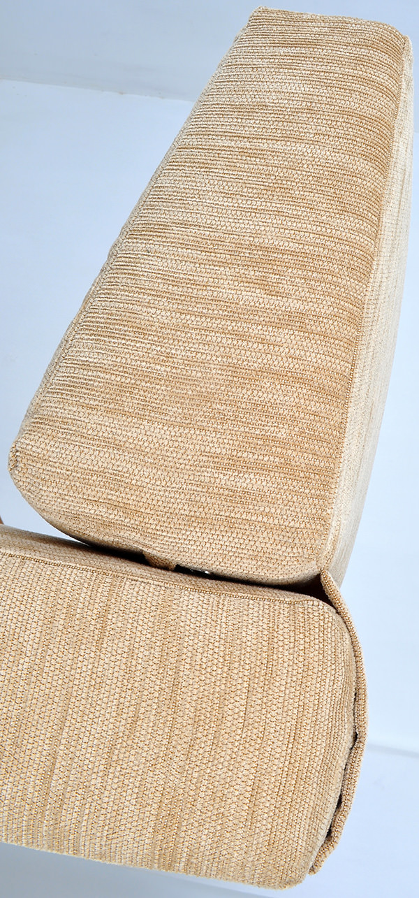 Velvet upholstery with double stitches